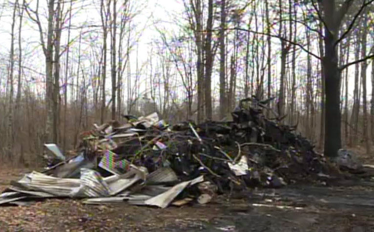 detroit man escapes from mobile home fire