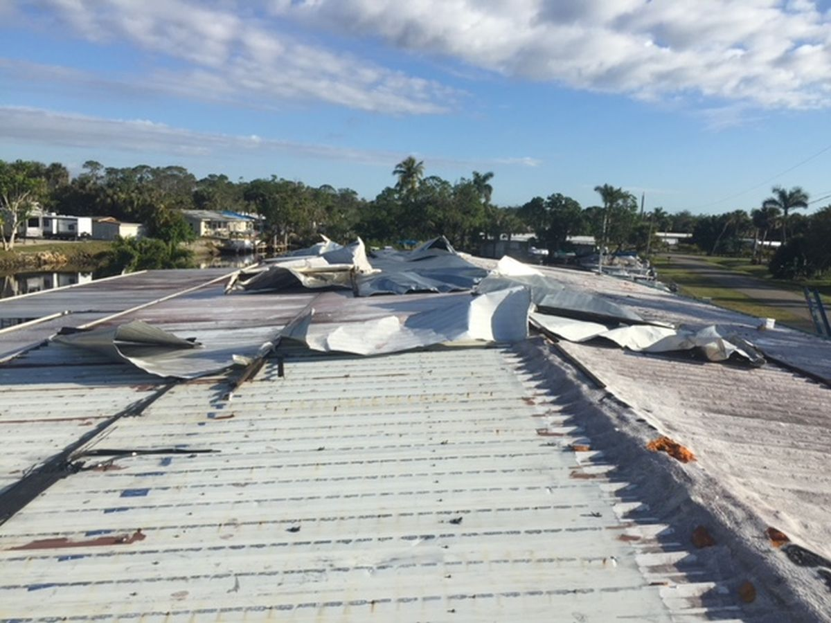 Building in Naples, FL in need of mobile home roof repair (Before Photo)